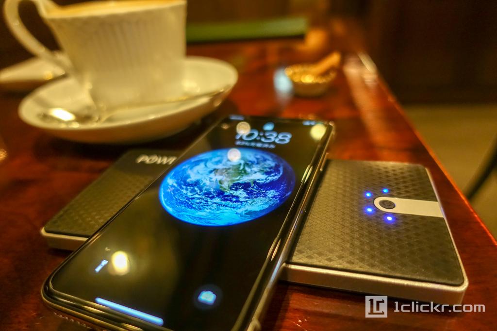Qi対応ワイヤレス充電できるモバイルバッテリーが便利すぎる