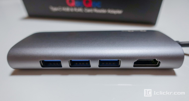 USB3.0 x 3。HDMIポート