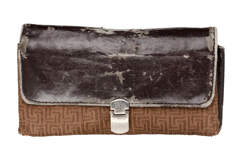古びたブランド財布