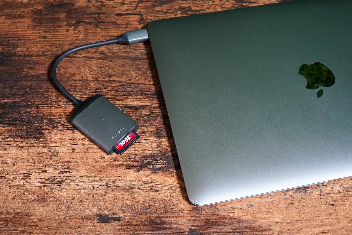 Satechi Type-C アルミニウム Micro/SDカードリーダーとMacBook