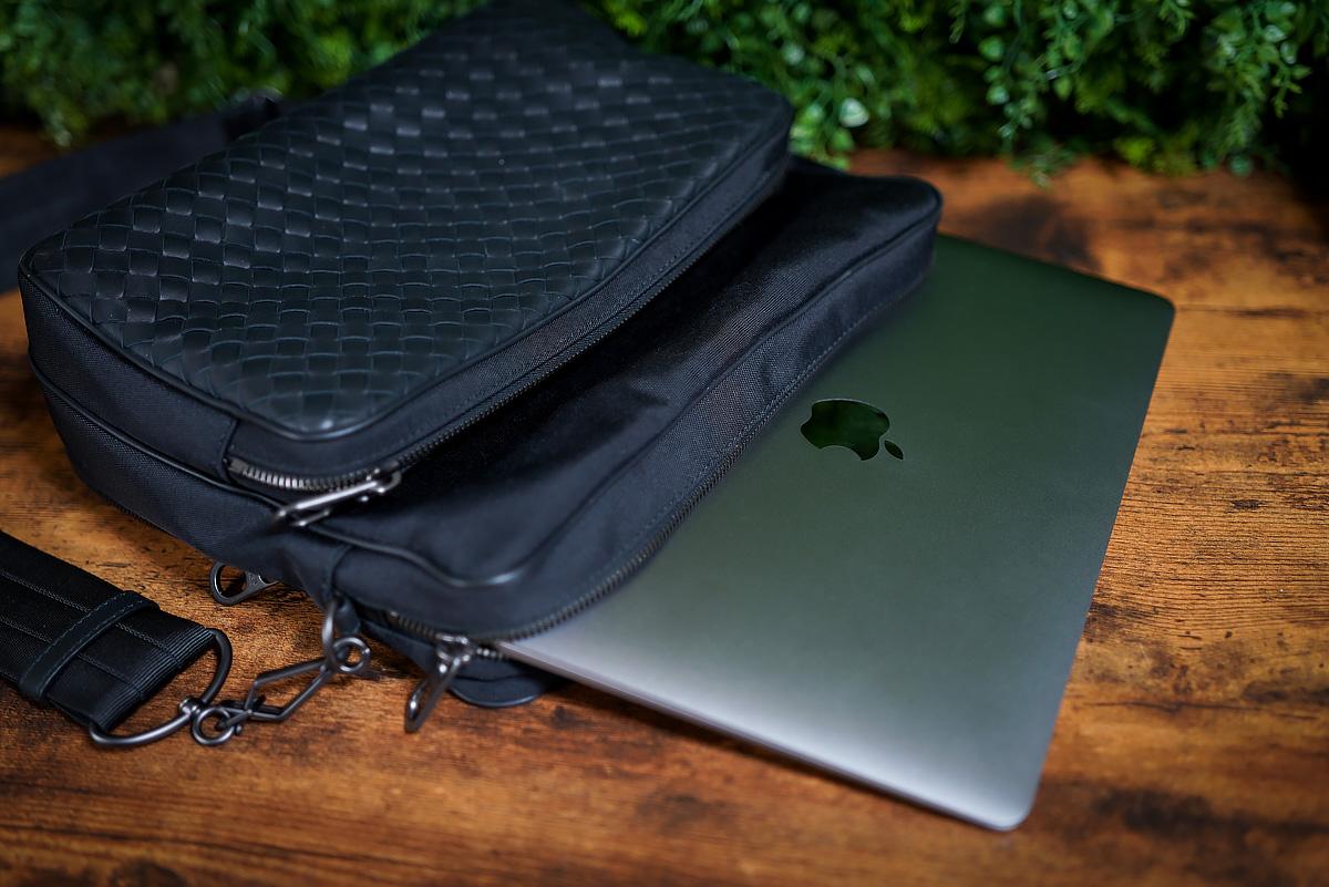かばんに入れたMacBook